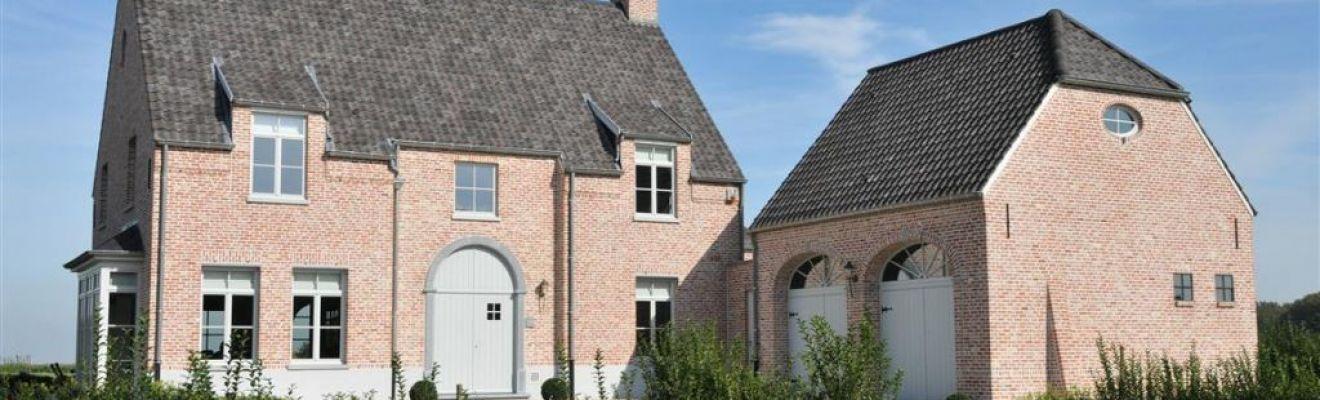 Landelijke woning met vijver en bbq van den abbeele for Landelijke woning te koop